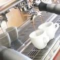 他のコーヒーとはコクと薫りが違うとオーナーは言います。1杯1杯ご注文を受けてから、粉から丁寧に仕込み落とします。
