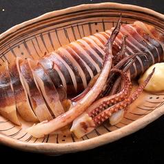 料理メニュー写真イカ丸焼き