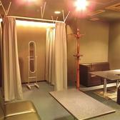 結婚式の二次会利用の際にお使いいただける新郎新婦のためのフィッティングルーム完備。