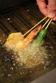 オーダーを頂いてから1つ1つパン粉付けした串揚げはアツアツでお召し上がりいただけます!!