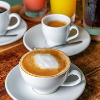 《高級豆を使用した香り高いコーヒーで贅沢なひと時を》