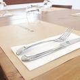 全席きれいにテーブルセットを用意し、お客様のご来店をスタッフ一同、心よりお待ちしております♪
