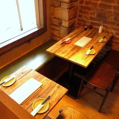 レイアウト自由自在のテーブル席。