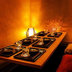 ブラウンを基調としたテーブル個室は、暖かみある明かりが上質な雰囲気を醸し、普段使いから接待まで、どんなシーンにもマッチ!♪【浜松 肉バル チーズフォンデュ ラクレットチーズ 女子会 飲み放題 食べ放題 食べ飲み放題 イタリアン  誕生日 記念日】