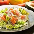 料理メニュー写真新鮮シーフードサラダ