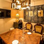 最大8名様のテーブルダイニング個室。カラオケ完備。接待など