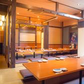 柔らかな光に包まれた、和やかな雰囲気です。開放感溢れるお座敷のお席はさまざまなシーンにご活用いただけます。