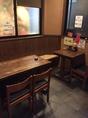 テーブル席は靴を脱がずにお寛ぎいただけます。大切な人との飲み会に♪お席の予約はお早めにどうぞ!(4名席×1、2名席×1)