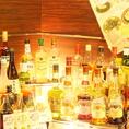 ディナーのブッフェ食べ放題に合わせて、アルコールバーで飲み放題を追加でお楽しみ頂けます。神戸元町の夜景を眺めながら、お好みのお酒をお選びいただき、優雅なひと時をお楽しみ下さい。2時間男性1290円、女性990円です。皆様のお越しをお待ちしております。