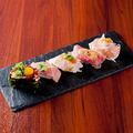 料理メニュー写真肉寿司5貫盛