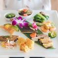 点心&スイーツも充実ランチブッフェ。旬の素材をたっぷり使った和洋中と沖縄ならではの味わいに加え、鮮やかな紫色の紅芋タルトやプリプリエビ蒸し餃子など、スイーツ&点心もたっぷり添えてお待ちしています。ホテルオリジナルコーヒーもぜひご一緒に♪
