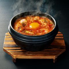 料理メニュー写真海鮮豆富チゲ/ユッケジャンスープ