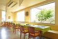 2~8名のテーブル席を多数ご用意。パーテーションがあるのでプライベート感のある空間にも出来ます。