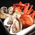 料理メニュー写真【石巻産牡蠣】&【佐渡沖紅ずわい蟹】のガンガン焼きセット!(1缶ハーフ&ハーフ)