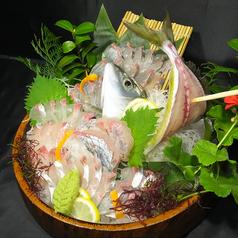 料理メニュー写真釣ったシマアジで活き造り/塩焼き/酒蒸し