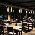 神戸・元町の夜景が一望できるフロアで優雅にディナーバイキングはいかがですか。少人数から最大宴会50名様までご予約可能&貸切も承ります。ディナーはアルコールもお楽しみいただける120分飲み放題コース付のコースをご用意!お腹も心も満たされるひとときをあなたに。