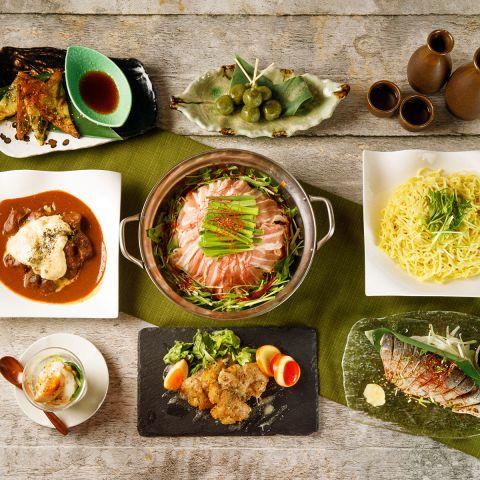 宴会コースは全て日本酒飲み放題付き/オプション追加で日本酒のバリエーションが最大50種以上に/酒造仕込みの果実酒やカクテルなど日本酒以外のお酒ももちろん充実/旬の味覚を日本酒と一緒にご堪能