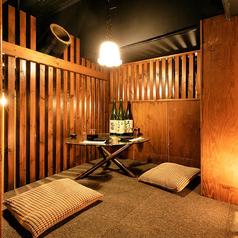 誕生日や記念日など、大切なご会食にも最適な個室空間。扉付き完全個室となり、プライベートなお食事にも安心してお過ごしいただけます。品がありながらも和めるお席となっております。