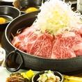 関東風すき焼き。まずはすき鍋で牛肉をさっと焼いて、月寅特製割り下で召し上がって頂きます。そのあとに旨みたっぷりの鍋に野菜を入れてお召し上がり頂きます。