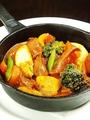 料理メニュー写真チョリソーソーセージと野菜のトマト煮込み