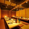 団体様でのご利用にも最適な掘りごたつ個室。優しく灯る間接照明が印象的な個室空間となっております。飲み会や宴会はもちろん、会社宴会、歓送迎会にもおすすめです。