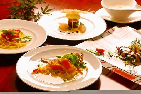 気軽に楽しむフレンチ★食材へのこだわり◎料理を引き立てるカクテルは約50種類あり♪