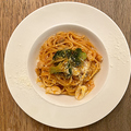 料理メニュー写真魚介とブロッコリーのトマトパスタ