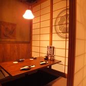 九州の古民家をイメージした落ち着いた雰囲気の店内は、宴会、女子会、合コンに最適です。掘りごたつ式なので、とてもリラックスした時間をお過ごしいただけます!上野で個室居酒屋をお探しの方はぜひ、博多道場上野店へお越しください!