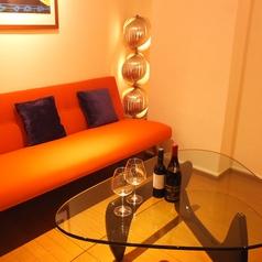 ふかふかのソファー席はデートのお客様にもご好評いただいています♪個室ではございませんが、ゆったりしていますのでしっかりとおふたりの空間でおくつろぎいただけます。