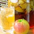 【自家製漬け込みハイボール】人気No.3は、アップルハイボール!りんごの香りや風味をハイボールでお楽しみください♪