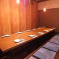 12名様迄収容可能な掘りごたつ個室となります♪入り口部分は暖簾で仕切られた半個室タイプの個室となります。