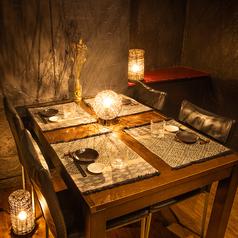 2名様からご利用可能なテーブル席。すすきのでの多様なシーンにご利用いただける空間です。