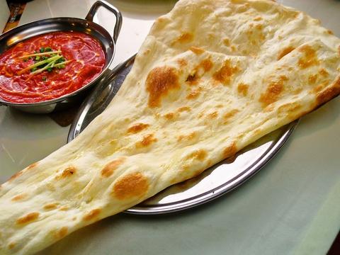 異国情緒あふれる店内で、本格インド料理が食べられるお店。ナンはいつでも食べ放題。