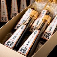 秘伝スモーク醤油。一本880円(税抜)で販売中。