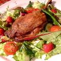 料理メニュー写真骨付き鴨モモ肉のコンフィ フランボワーズ風味