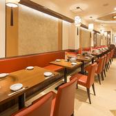 2階テーブル席。2階は2名様テーブル×2 4名様テーブル×5
