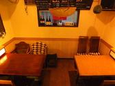 1階奥のテーブル席は隠れ家的空間