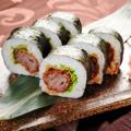 料理メニュー写真名物!! 和牛カツとレタスのロール寿司