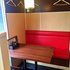 窓際のテーブル席!BOX席なのでゆっくりとお食事を楽しめます!