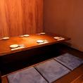 4名様迄可能な個室になります。入り口部分が暖簾で仕切られている半個室となります。