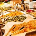 大型ビュッフェには常時30種類以上のアイテム!バラエティ豊富で苦手な食材がある方でも食べられるものがきっと見つかる♪新鮮なお野菜やブラジルの絶品料理をご堪能ください。貸切パーティーの際、お料理がすぐなくなってしまう!ということがなく、ゲストの方皆様にお食事がいきわたるよう、工夫して提供いたします。