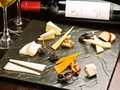 料理メニュー写真チーズ盛り合わせ~ドライフルーツ添え~