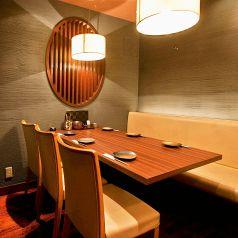 【テーブル】少人数様も歓迎!スタイリッシュ空間な完全個室席です。接待や会食など大切な日には静かな完全個室がおすすめです。お履き物はそのままでお気軽にご利用いただけます♪多数ご用意してるコースメニューは大満足な物ばかり!合せてご利用ください☆お問い合わせください(居酒屋/錦糸町/個室/接待/会食)