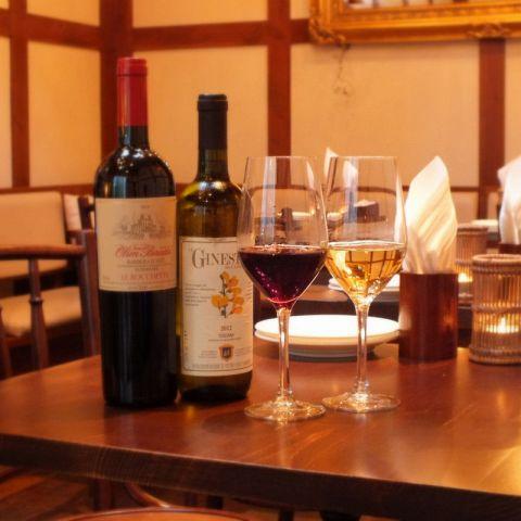 ゆったりとこだわりのイタリアンとワインをお楽しみ下さい。テーブル席と共に、壁際はソファー席となっております。