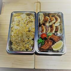 カリカリ黒豚&チャーハン、唐揚げ付弁当