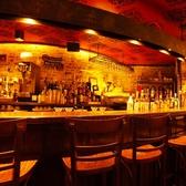種類豊富なドリンクを作るオープンカウンター☆ワインやカクテルなどお料理にあうお酒をご用意。