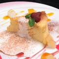 料理メニュー写真ふわふわフルーツ盛りシフォンケーキ