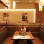 【ソファー席:4名×1】人気のお席!広々としたソファー席ではゆったりとくつろぎながらお食事をお楽しみ頂けます。ご家族でのご利用にも最適♪ぜひご利用ください。