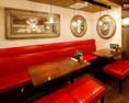 3~4名様に♪テーブル結合で最大14名様が座れるお席が左右にございます。ご宴会に最適!