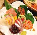 料理メニュー写真新鮮鮮魚の豪華刺身5点盛り(中トロ付き)